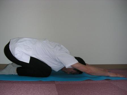 腰から背中全体がしっかり伸びるのを感じます